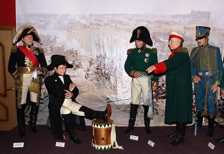 Фигуры Наполеон и команда