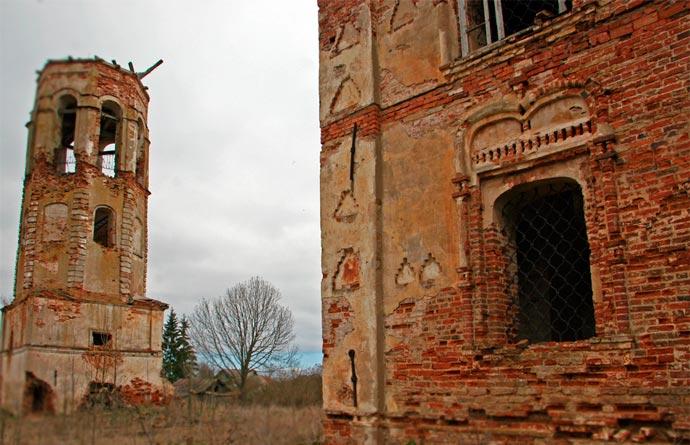 Бурегский Преображенский монастырь (руины) в Старой Руссе