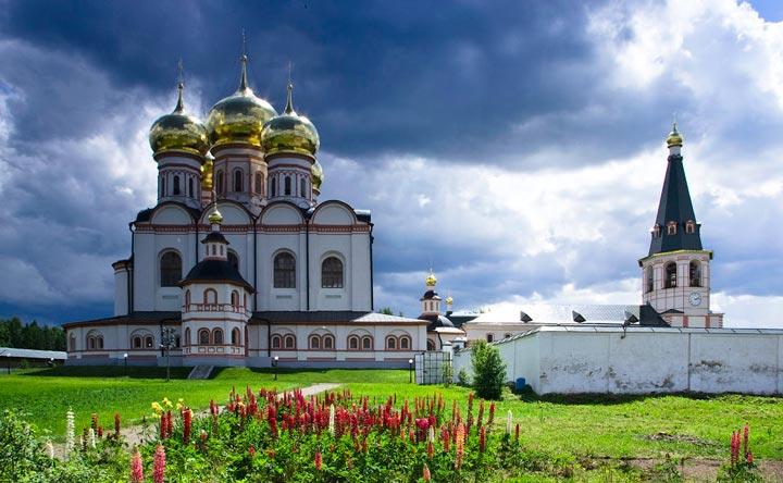 Иверский монастырь сблизи