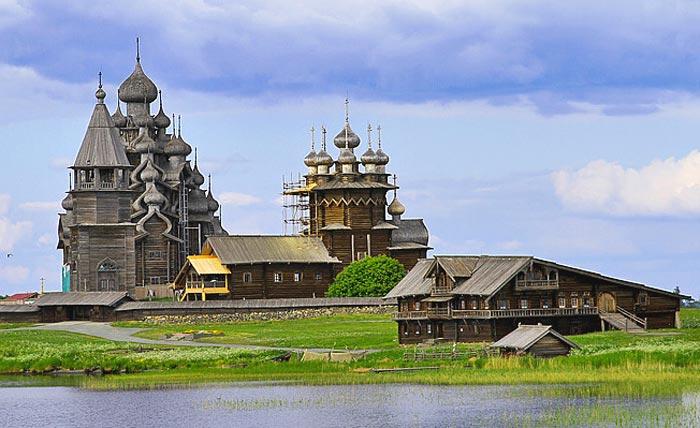 Кижи- это историко-архитектурный музей-заповедник в Петрозаводске