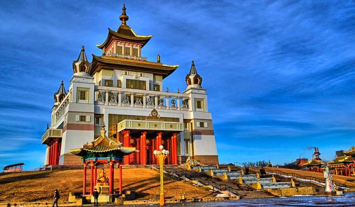 Буддистский хурул «Золотая обитель Будды Шакьямуни» находится в Элисте
