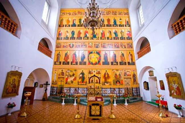 Троицкий Собор на Валдае изнутри