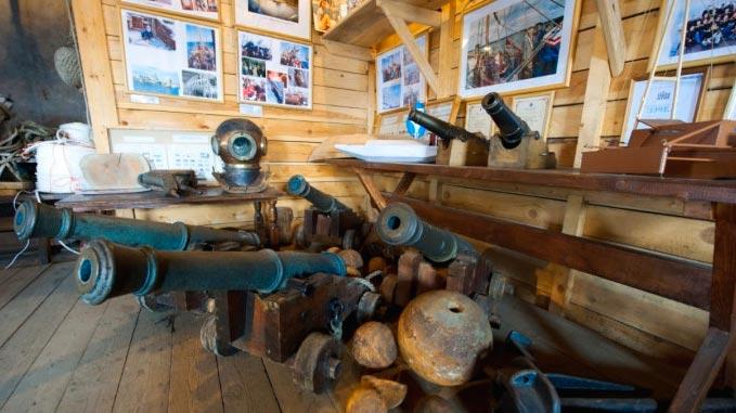 Экспонаты в Морском музее Птрозаводска