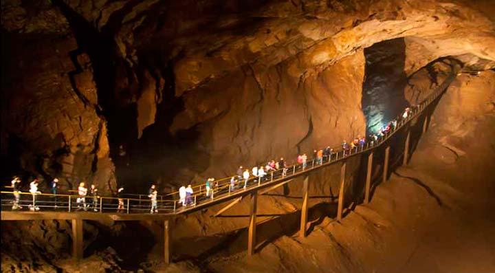 Новоафонская пещера в Сочи