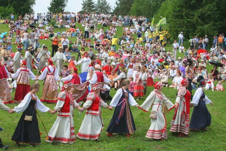 Хоровод костюмов в Олонецке