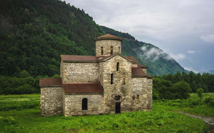 Церковная Поляна на Архызе