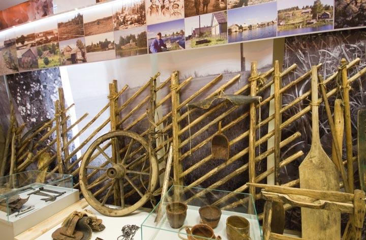 Экспозииции в музее Кандопожского края, повествующие о развитии города