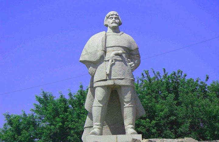 Памятник Емельяну Пугачеву