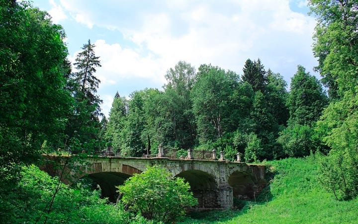 Мост в усадьбе Средниково
