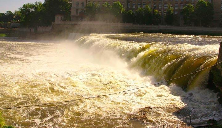 Нарвский водопад в Ивангороде