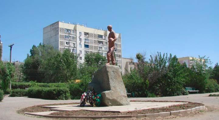 Памятник воинам-интернационалистам в Элисте