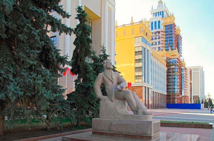 Памятник Огареву в Саранске
