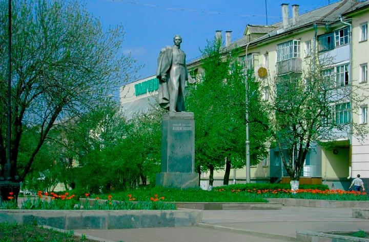 Памятник Полежаеву в Саранске