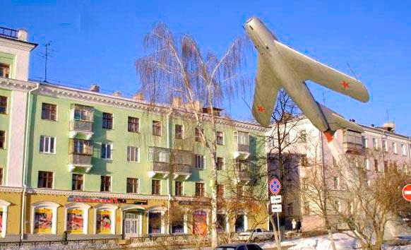 Памятник МИГ-17 в Саранске
