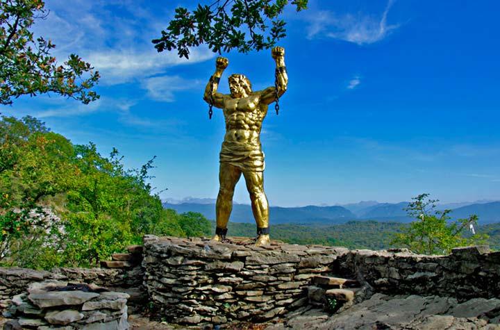 Скала Прометея со статуей на Орлиных скалах