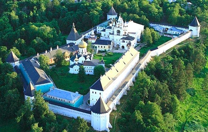 Вид на Саввино-Сторожевский монастырь,