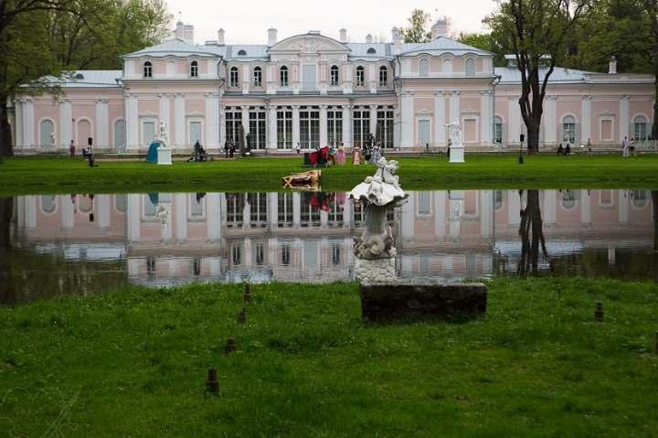 Дворец пригорода Питера