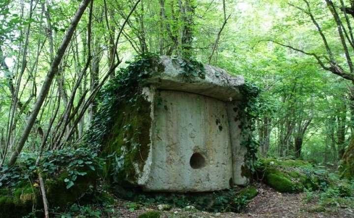 Дольмен в Абхазии