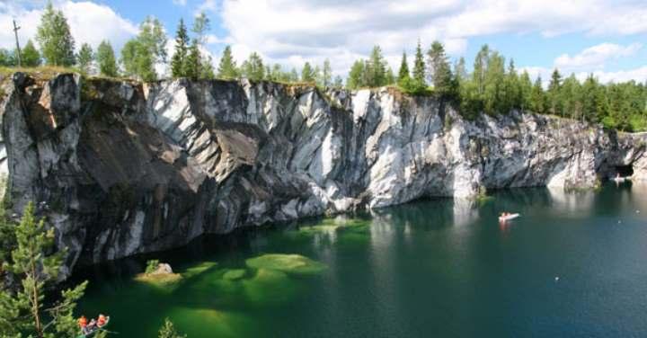 Вид на зеленую воду