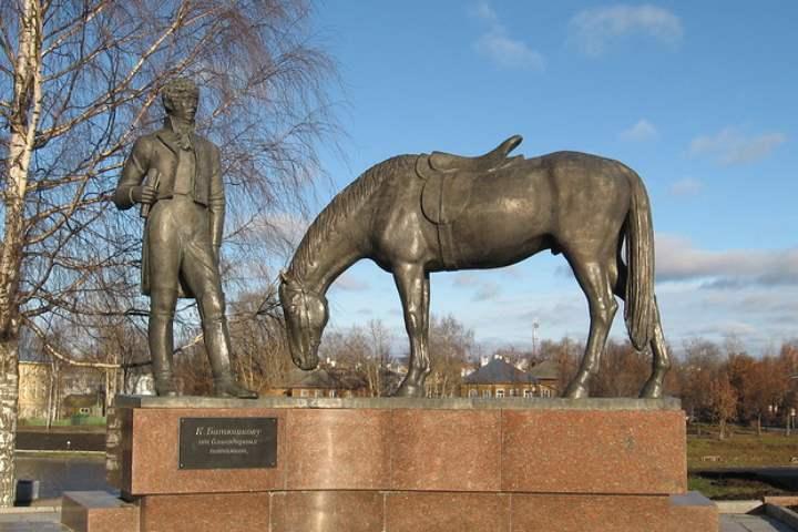 Лошадь из бронзы в Вологде