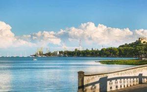 Город в Ростовской области, расположенный на берегу Азовского моря