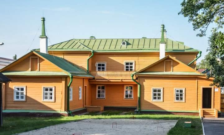 Музей размещен в деревянной усадьбе