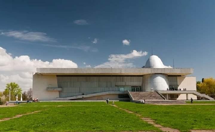 работает в Калуге с 1967 года и является одним из крупнейших музеев
