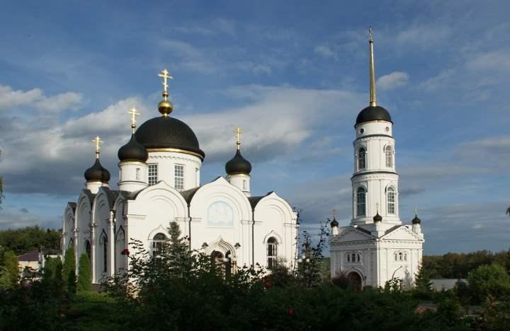В 90х годах прошлого столетия монастыри и храмы вернули верующим
