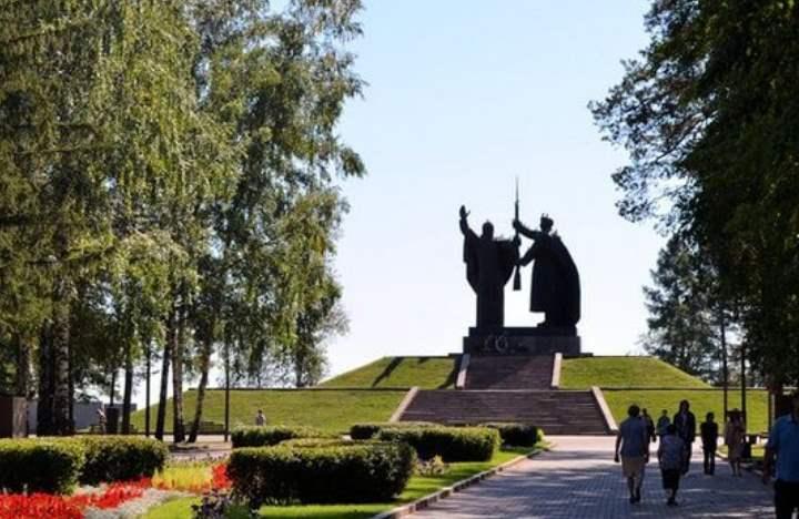 Парк – памятник природе, где с советского периода установлен мемориальный комплекс