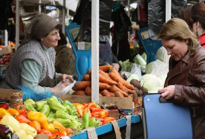Рынки города похожи на восточные базары