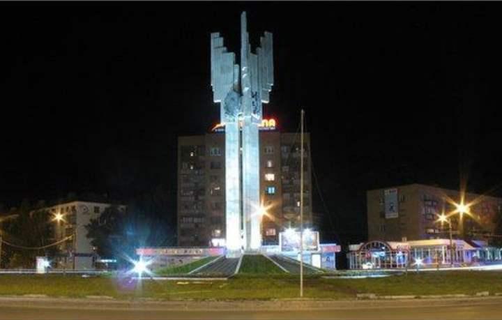 Ночной вид на памятник