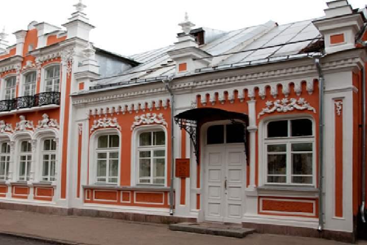 Музейная экспозиция занимает 2 этажа здания памятника архитектуры 19 столетия.