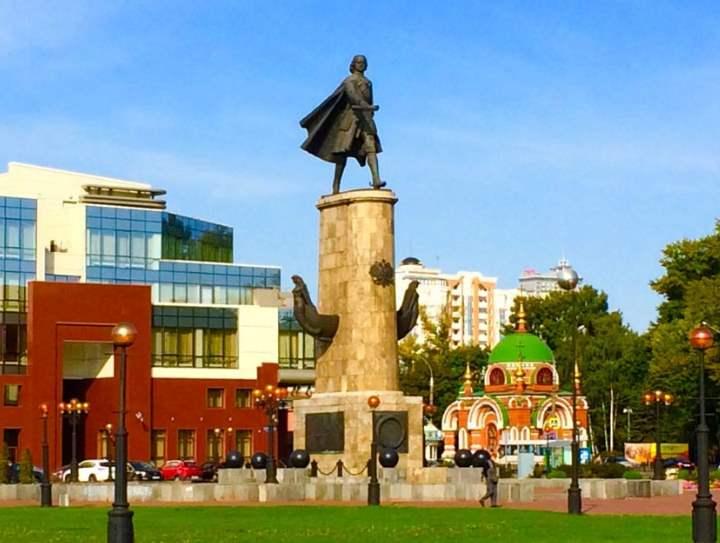 до 24 июня 2003 года она была названа Площадью Карла Маркса