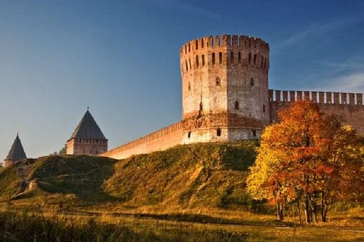 Смоленская крепостная стена и крепость, протяженностью 6,5 км