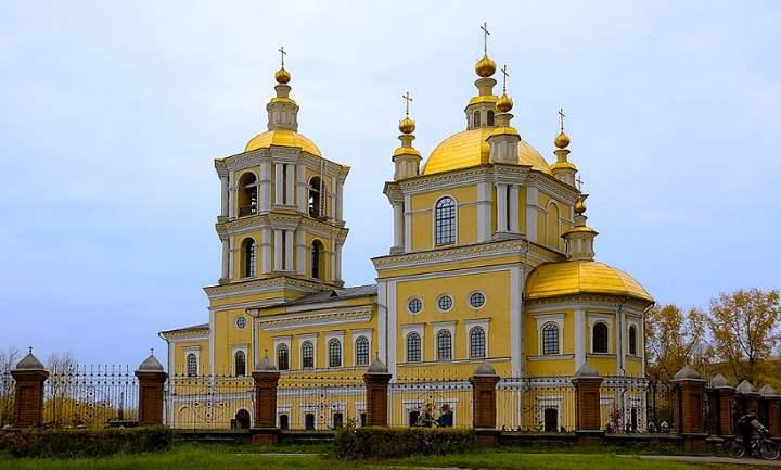 Церковь, построенная в 1835 году, относится к основным достопримечательностям Новокузнецка