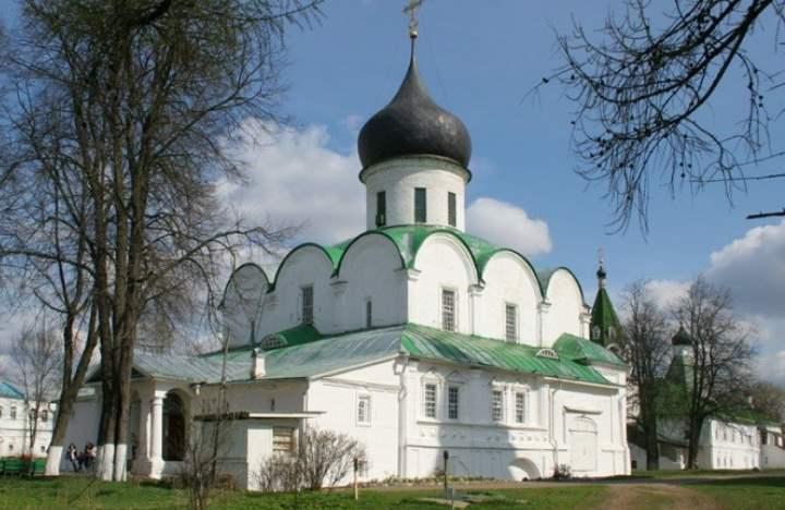 Согласно историческим летописям, именно здесь венчался царь Иван Грозный.