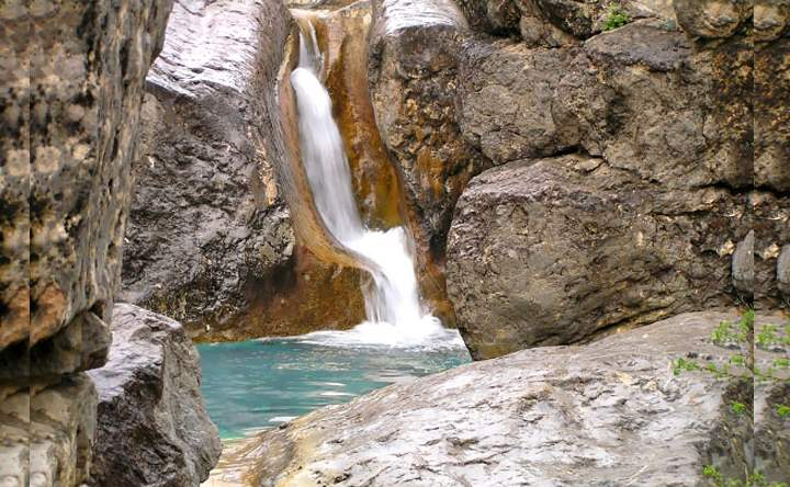 Летний вид водопадов Крыма