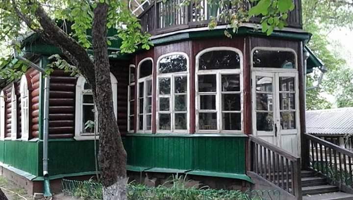 в доме где проживал и умер русский поэт, педагог, литературовед