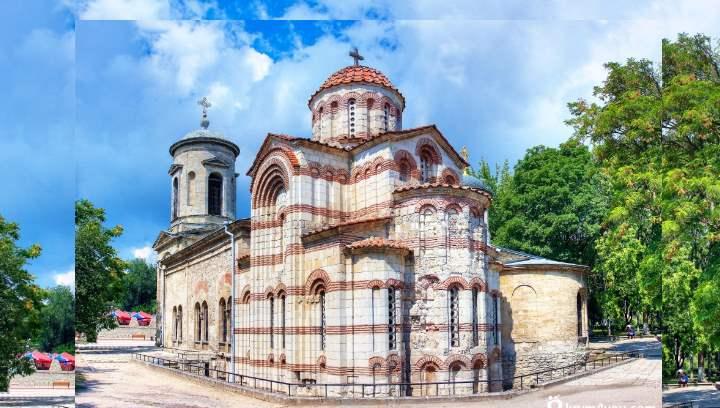 это старейшее религиозное сооружение в Крыму