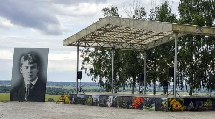 Музей Есенина располагается в Рязанской области в село Константиново