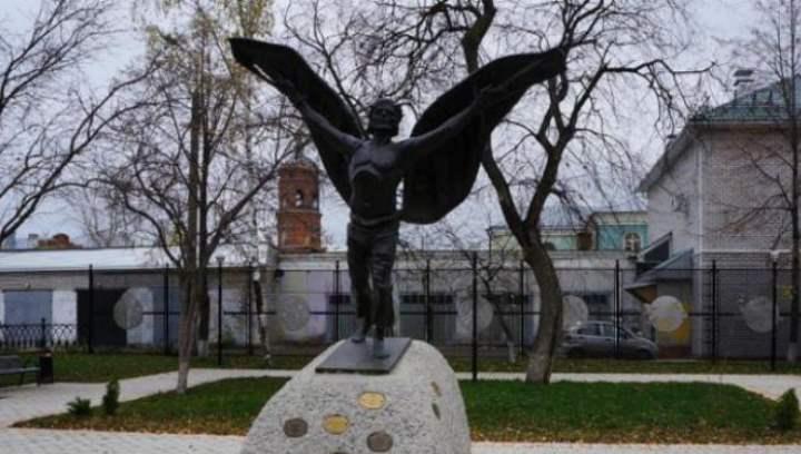 Памятник летуну Никитке – крестьянину мечтавшему покорить небо