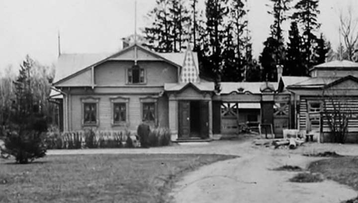 Музей открыт в имении, после визита Ленина