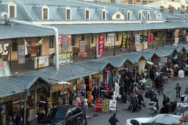 Недалеко от Гостиного двора расположился старейший рынок