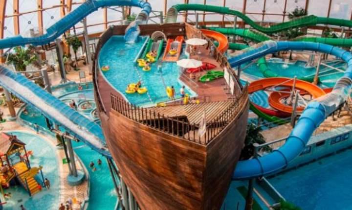Корабль в аквапарке