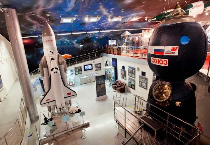 Экспонаты музея космонавтики