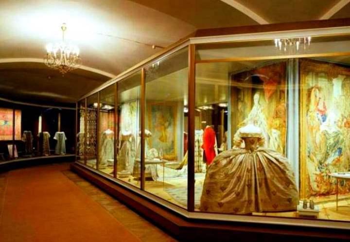 Платье в витрине