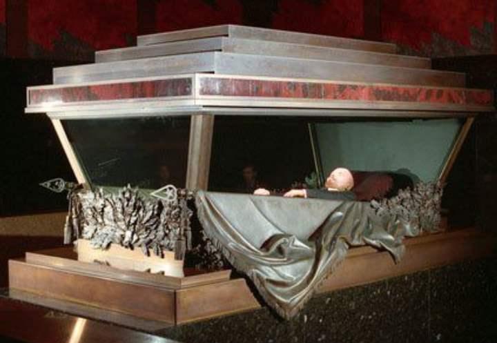 Как устроен гроб Ленина