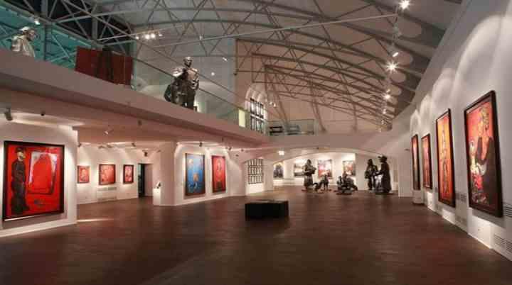 Огромный зал музея