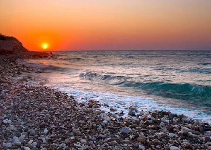 ~ пляжный отдых более комфортен, так как нет палящего солнца