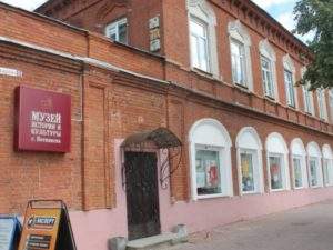 В октябре 1937 года город вошел в состав Удмуртской АССР. Статус города Воткинск получил в 1935 году.